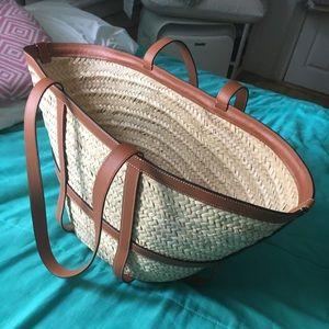 Large gridded basket in raffia and calf skin